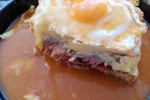 What to do in Porto - Porto Gastronomy - What to eat in Porto - Francesinha
