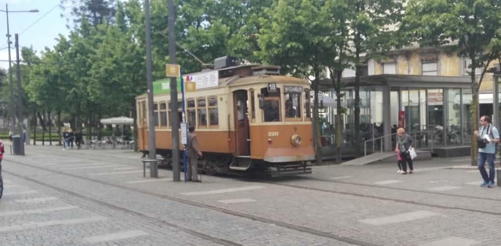 Porto with children - Porto com Crianças -Tram - Qué ver en Oporto - Oporto - Oporto con niños