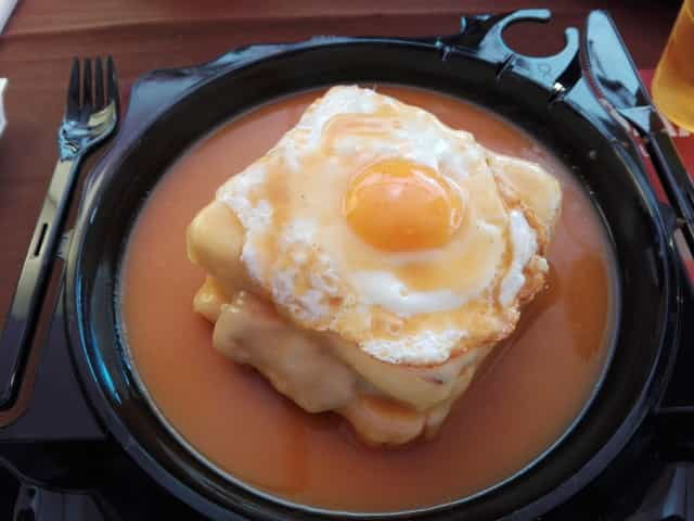 what to eat in porto - qué comer en oporto - o que comer no porto - Francesinha